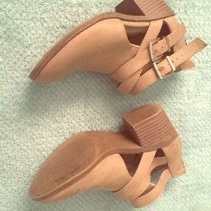 Low heel boots for kids (tan color)